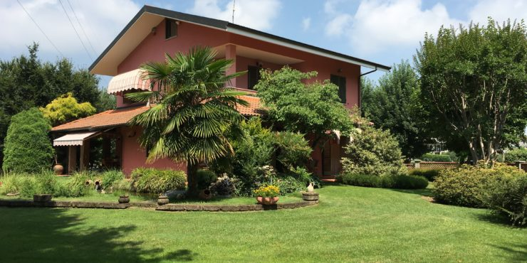 Villa con parco a Santa Croce di Vignolo